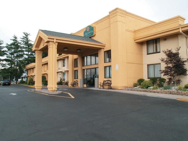 La Quinta Inn & Suites Wayne Außenansicht