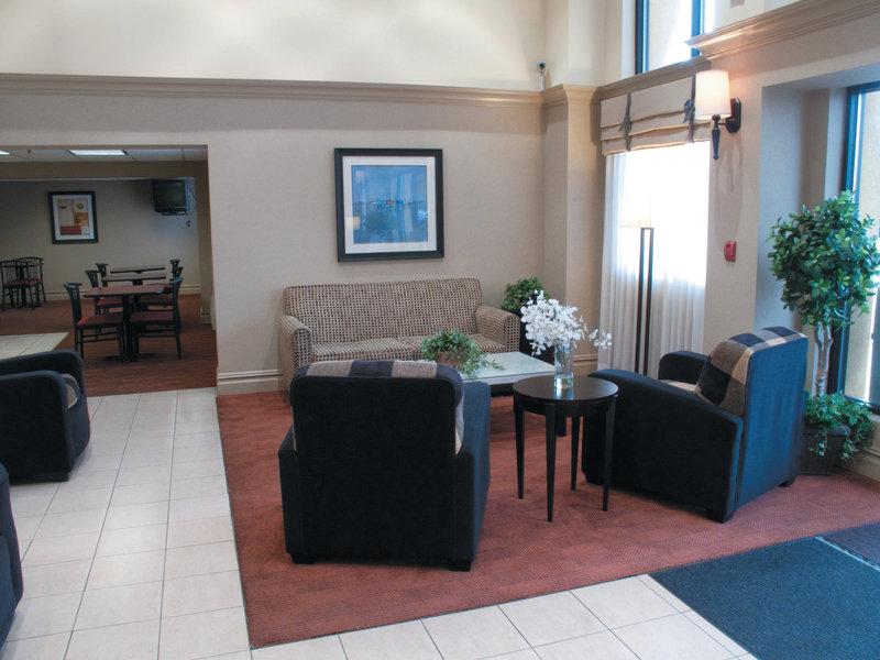 La Quinta Inn & Suites Wayne Lobby