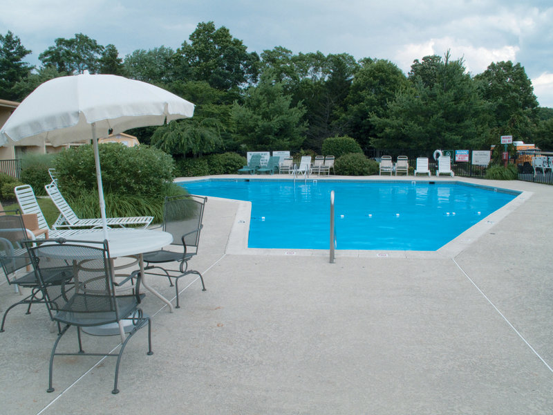 La Quinta Inn & Suites Wayne Poolansicht