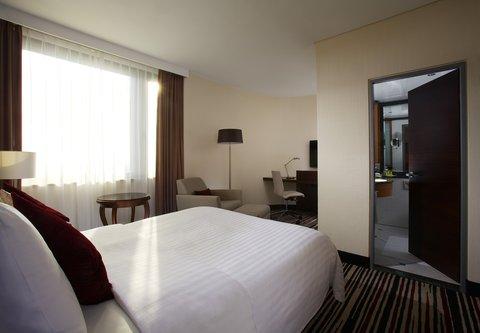 Frankfurt Marriott Hotel - Queen Guest Room