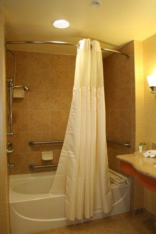Homewood Suites by Hilton Daytona Beach SpeedwayAirport - King Accessible Bathtub