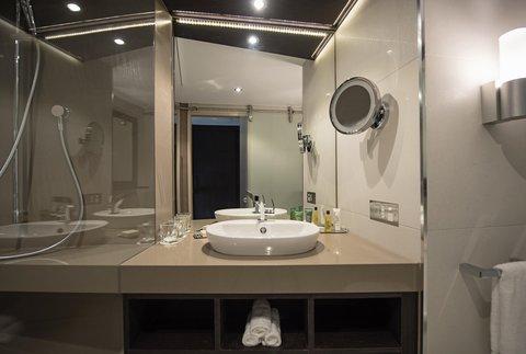 Hilton Darwin - Guest Room bathroom