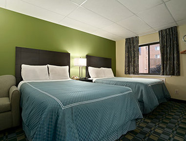 Travelodge Cleveland Lakewood - Standard Two Double Bed Room