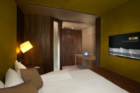 Bloc Hotel Gatwick - Smart room