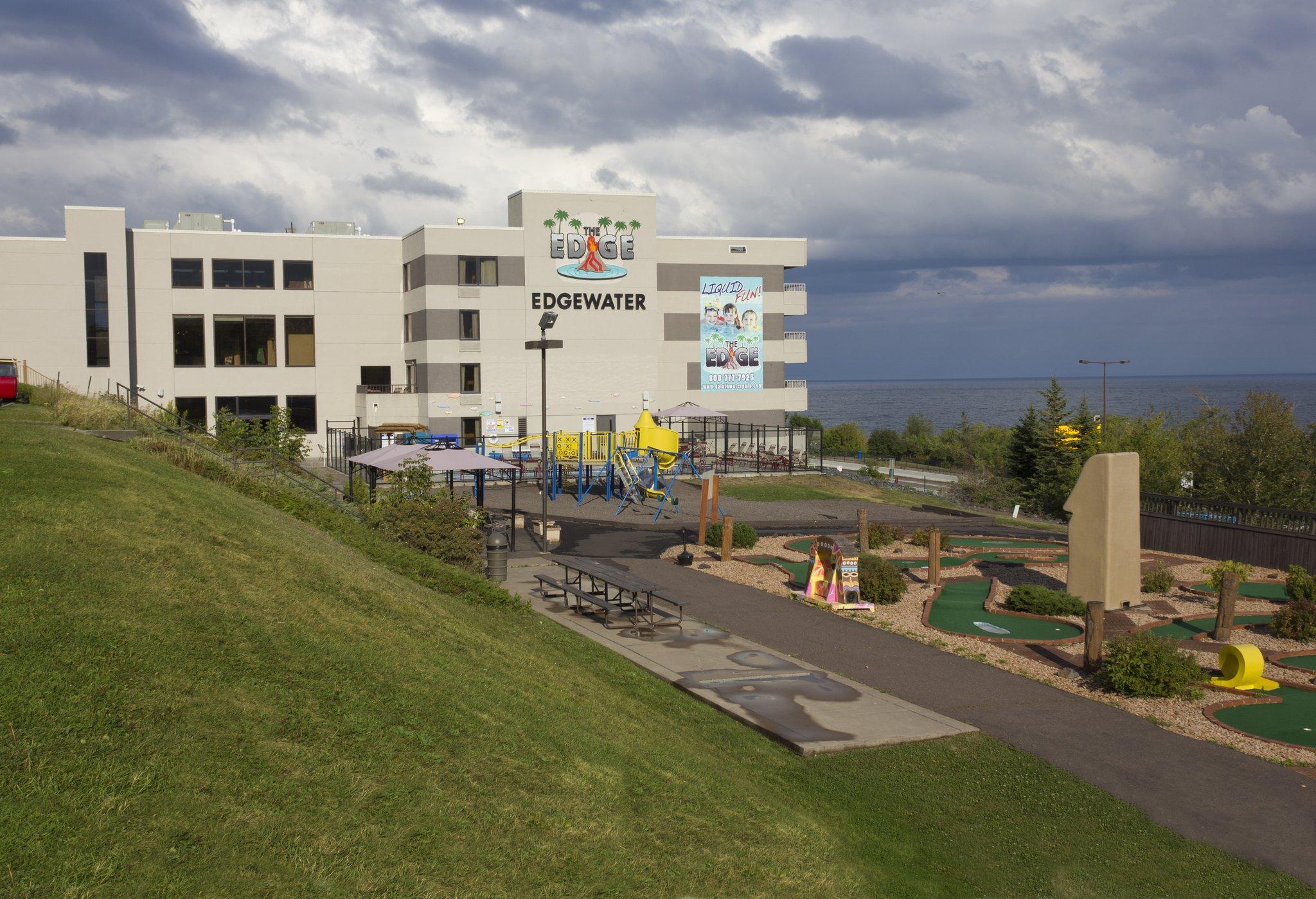 Edgewater Hotel & Waterpark- Tourist Class Duluth, MN