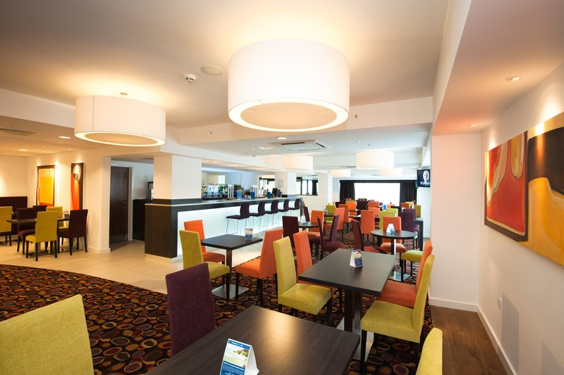 Holiday Inn Express Birmingham - South A45 餐饮设施