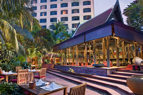 Sheraton Grande Sukhumvit, A Luxury Collection Hotel Bangkok - Poolside Restaurant