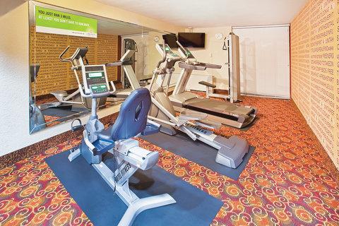 La Quinta Inn & Suites Dallas I-35 Walnut Hill Ln - Fitness Center