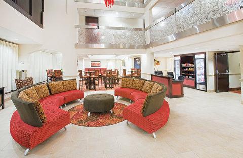 La Quinta Inn & Suites Dallas I-35 Walnut Hill Ln - Lobby