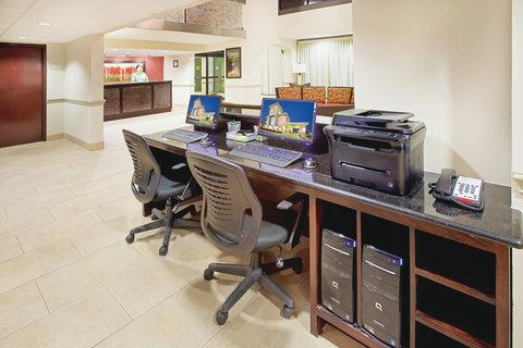 La Quinta Inn & Suites Dallas I-35 Walnut Hill Ln - Business Center