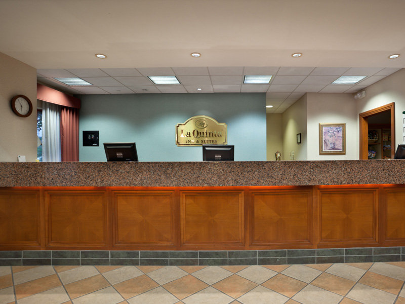 La Quinta Inn & Suites San Antonio Downtown Lobby