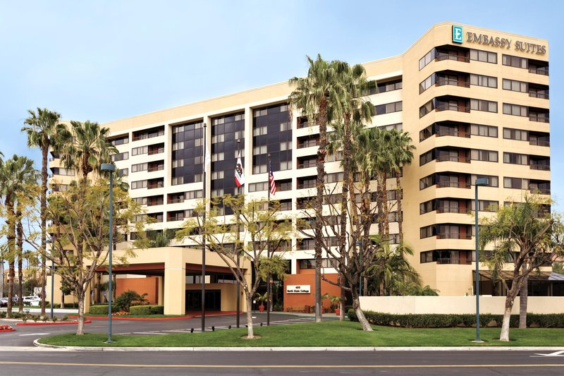 Embassy Suites Anaheim – Orange 外観