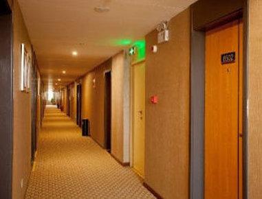 Super 8 Hotel Zhengzhou Er Qi Square - Hallway