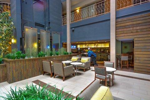 Embassy Suites Hotel-Denver Stapleton - Northfield s Restaurant