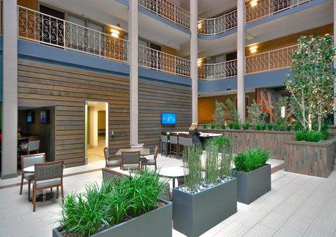 Embassy Suites Hotel-Denver Stapleton - Lobby Seating