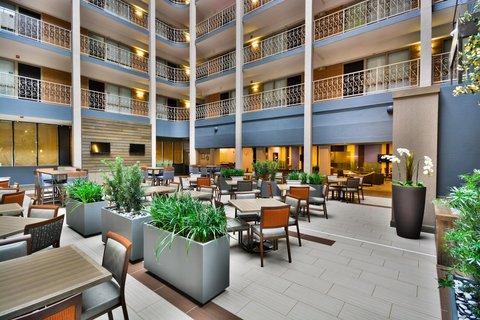 Embassy Suites Hotel-Denver Stapleton - Lobby Seating Area
