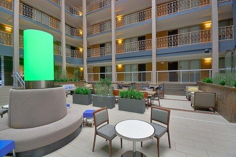 Embassy Suites Hotel-Denver Stapleton - Atrium