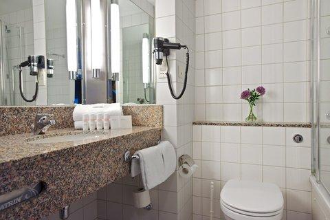 拉迪森萨斯机场酒店 - Bathroom