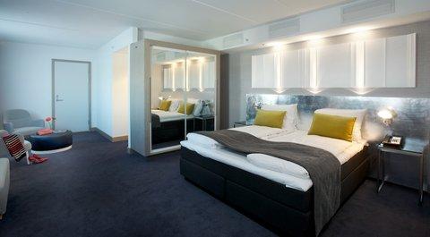 拉迪森萨斯机场酒店 - Unwind in one of our Junior Suites