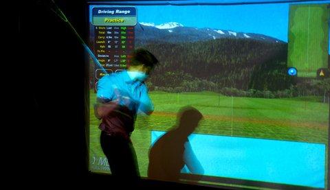 拉迪森萨斯机场酒店 - Golf simulator