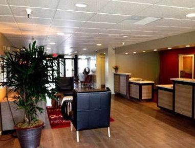 Quality Inn Airport - Lobby