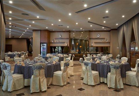 Renaissance Kuala Lumpur Hotel - R-Stage Wedding   Banquet Setup