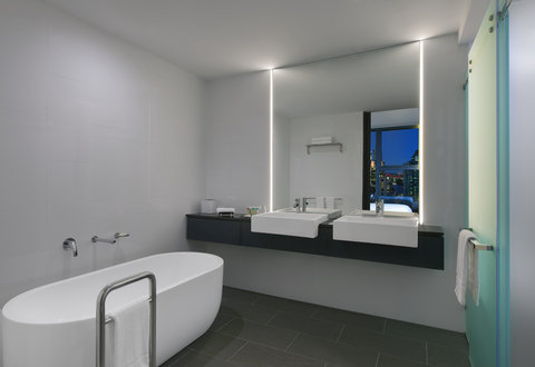 Four Points By Sheraton Brisbane Hotel - Suite Bathroom