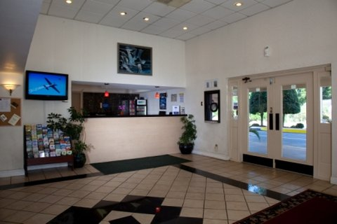 GuestHouse Inn And Suites - Gogainlobby