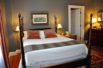 200 South Street Inn - Room