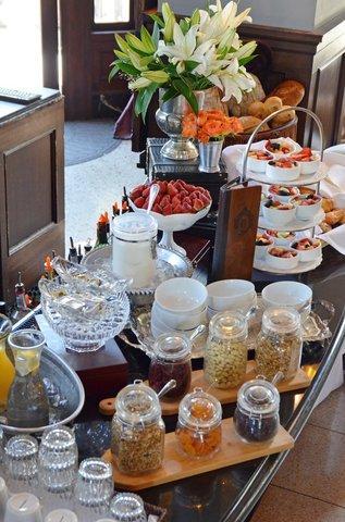 Culver Hotel - ComplimentaryBreakfast