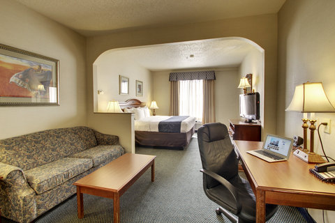 Comfort Suites Waco - King Suite Living Area