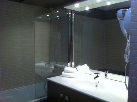 AppartHotel Lyon - Bathroom