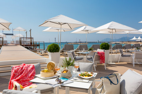 Hotel Majestic Barriere - Beach