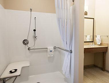 Baymont Inn & Suites San Angelo - ADA Bathroom