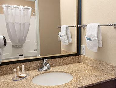 Baymont Inn & Suites San Angelo - Bathroom