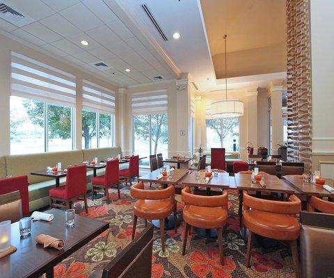 Hilton Garden Inn Chesterton - Modern Lobby