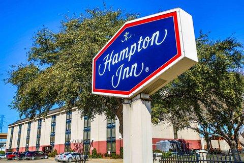Hampton Inn Dallas-North-I-35E At Walnut Hill - Hotel Exterior