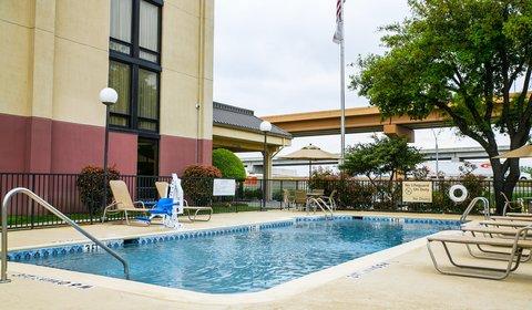 Hampton Inn Dallas-North-I-35E At Walnut Hill - Outdoor Pool