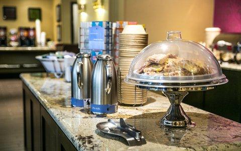 Hampton Inn Dallas-North-I-35E At Walnut Hill - Breakfast