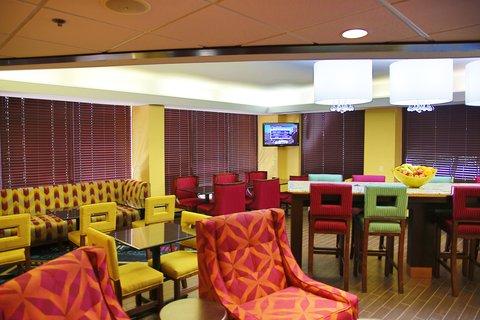 Hampton Inn Dallas-North-I-35E At Walnut Hill - Dining Area