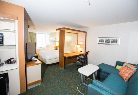 SpringHill Suites Bloomington - Queen Queen Suite   Living Area