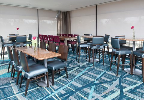 SpringHill Suites Chicago O'Hare - Breakfast Dining Area