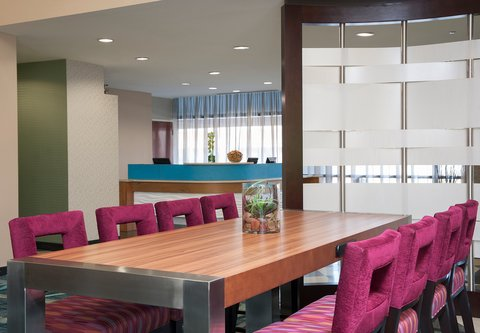 SpringHill Suites Chicago O'Hare - Communal Table