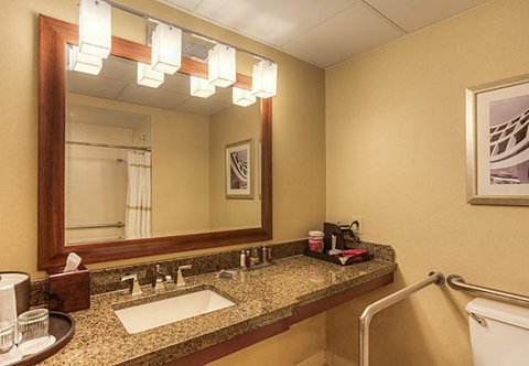 Chattanooga Marriott Downtown - Accessible Guest Bathroom