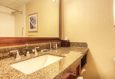 Chattanooga Marriott Downtown - Guest Bathroom
