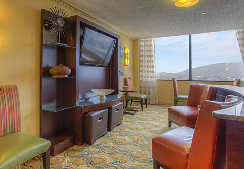 Chattanooga Marriott Downtown - Concierge Lounge   Sitting Area