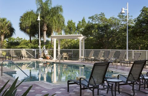 DoubleTree Suites by Hilton Naples - Poolside Seating