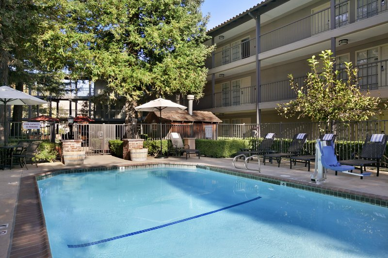 Embassy Suites Napa Valley Poolansicht