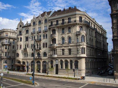 City Hotel Matyas - Exterior