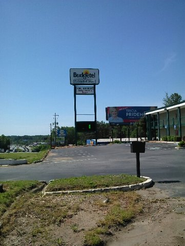 Budgetel Extended Stay Hotel - Exterior Signage